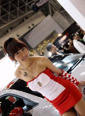Hot girl với triển lãm xe