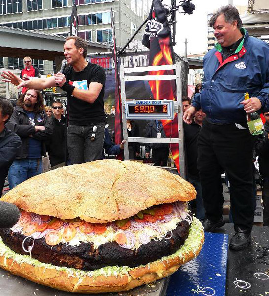 Bánh Hamburger khổng lồ