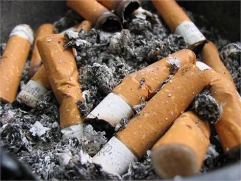 Dùng tàn thuốc làm áo phông