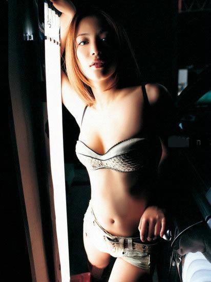 Người đẹp Nhật Bản nóng bỏng bên xe
