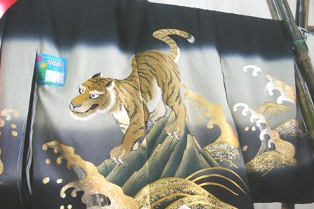 Các mẫu thêu trên kimono khá tinh xảo từ các thợ ở Huế