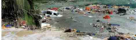 Sóng thần Nhật Bản đánh dạt bến tàu nổi 165 tấn sang Mỹ
