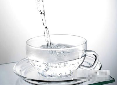 Uống nước ấm giảm cân