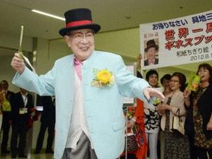 Cụ già hơn 100 tuổi du lịch vòng quanh thế giới