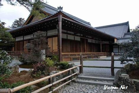 Chùa gác vàng ở Nhật Bả