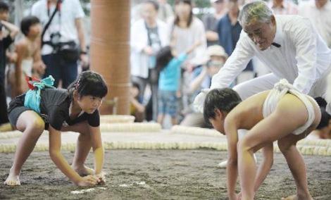 Cuộc thi của các võ sĩ sumo nhí