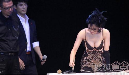 """""""Bom sex Nhật"""" tấn công Cbiz"""