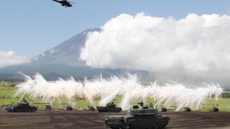 Nhật Bản tập trận bắn đạn thật dưới chân núi Phú Sĩ
