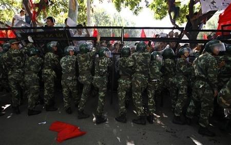 Hàng ngàn người bao vây sứ quán Nhật tại Bắc Kinh