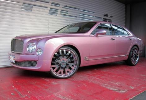Xe siêu sang Bentley độ màu hồng