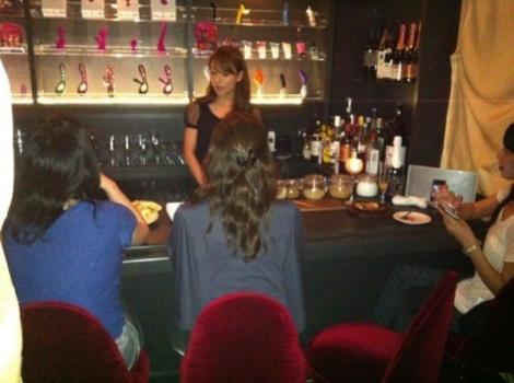 """Quán bar dành cho phụ nữ nói chuyện... """"tự sướng"""""""