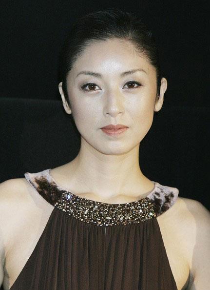 Ngôi sao Nhật đóng phim cấp ba để trả nợ