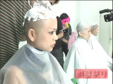 Mỹ nữ Nhật đua nhau cạo trọc đầu