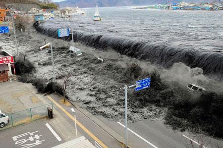 Động đất và sóng thần làm rung chuyển Nhật Bản