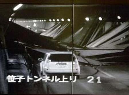 Hình ảnh hiện trường bên trong đường hầm do máy giám sát của NEXCO ghi lại