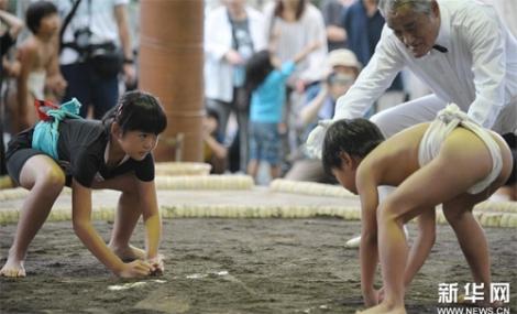 Ngộ nghĩnh các bé Nhật Bản đấu sumo 2