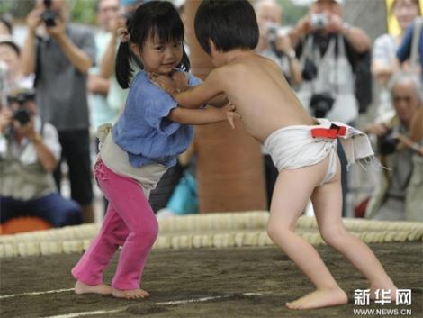 Ngộ nghĩnh các bé Nhật Bản đấu sumo 3
