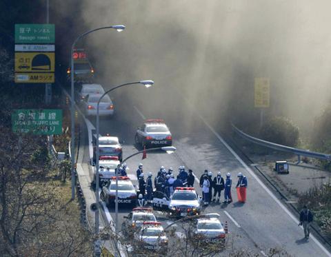 Sập đường hầm ở Nhật, nhiều xe bị vùi lấp