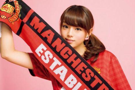 Hot girl Nhật cổ vũ các đại gia bóng đá