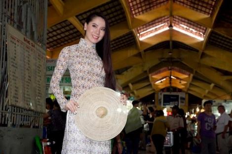 Hoa hậu Nhật Bản làm duyên với Áo Dài Việt Nam