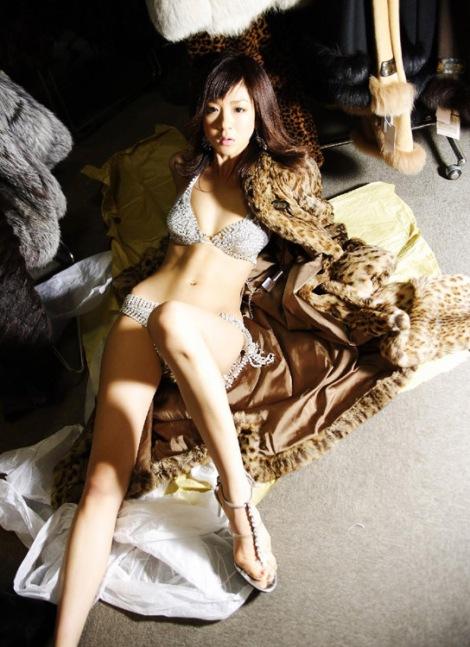 Người đẹp Aki Hoshino