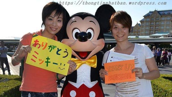 Đám cưới của 2 cô dâu ở công viên Tokyo Disneyland