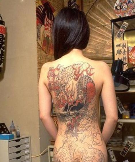 Hình ảnh xăm lưng rùng rợn của các thiếu nữ Nhật Bản